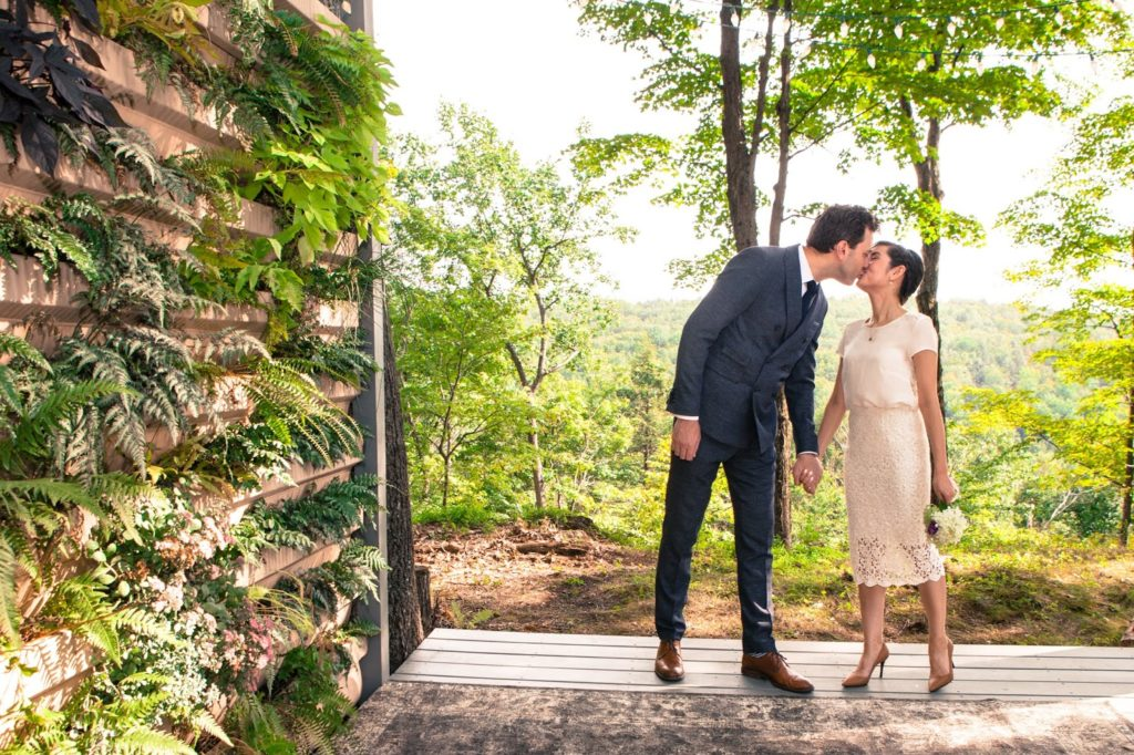 ben lisa elope at promise ridge susie forrester photography elope stylish living wall