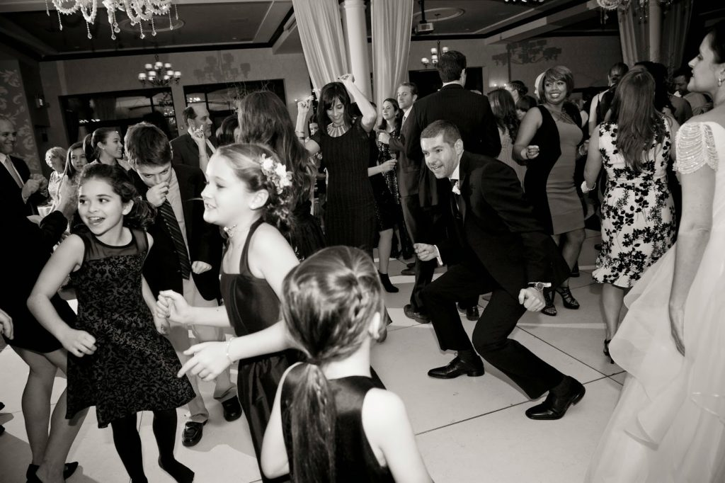 branden getting down with the kids alisa tongg celebrant heather fowler photography