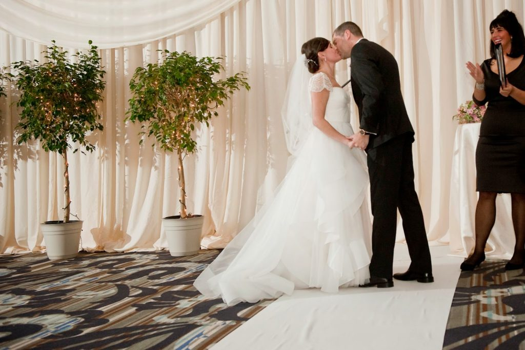carly branden first kiss vie wedding alisa tongg celebrant heather fowler photography