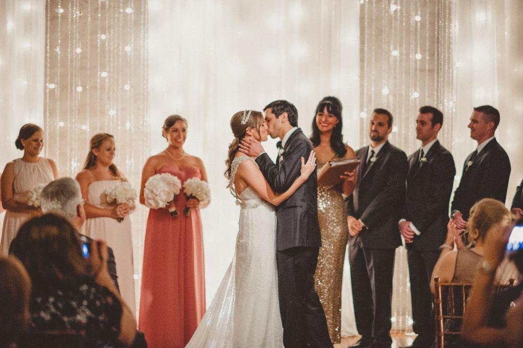 first kiss alisa tongg celebrant front palmer wedding pat robinson photography