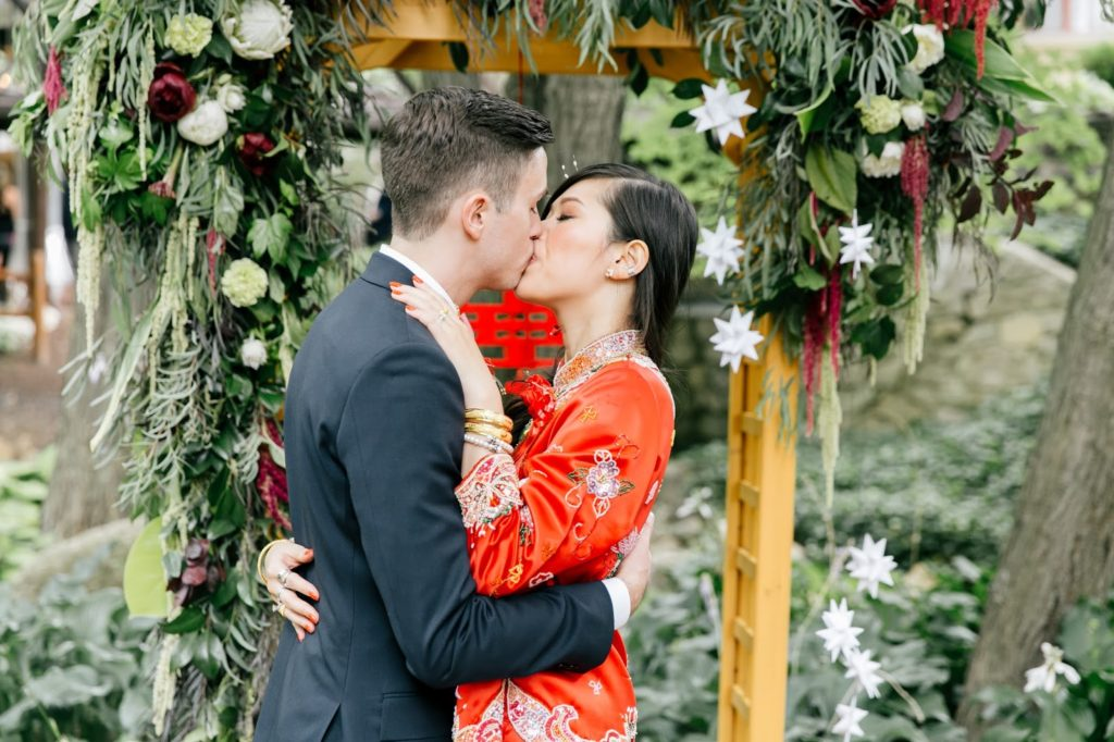 susan and tom kiss chinese tea ceremony alisa tongg celebrant emily wren photography