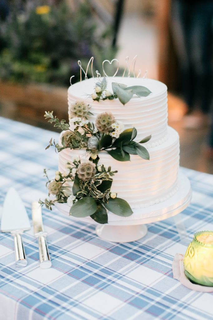 wedding cake with greens morgans pier alisa tongg celebrant race street peir philadelphia wedding emily wren photography
